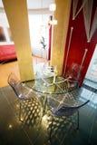 Vidro uma tabela e cadeiras Fotografia de Stock Royalty Free