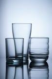 vidro vazio do grupo no fundo claro azul Imagens de Stock