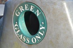 Vidro verde que recicla o conceito Fotos de Stock