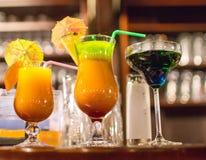 Vidros com bebidas coloridas Imagens de Stock
