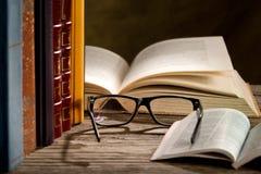 Vidros com livros Foto de Stock Royalty Free