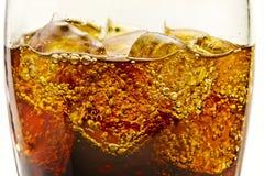 Vidros com os cubos da soda e de gelo Imagens de Stock