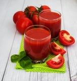 Vidros com suco de tomate Imagens de Stock Royalty Free