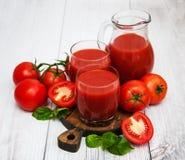 Vidros com suco de tomate Foto de Stock Royalty Free