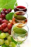 Vidros com vinho branco, cor-de-rosa e vermelho. Fotos de Stock