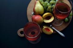Vidros com vinho cor-de-rosa Imagem de Stock Royalty Free