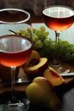 Vidros com vinho cor-de-rosa Imagem de Stock
