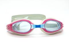 Vidros cor-de-rosa para a nadada no fundo branco Imagens de Stock