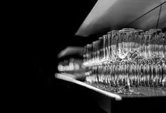 Vidros da barra na prateleira do espelho Fotografia de Stock Royalty Free