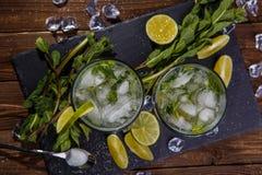 Vidros da bebida com gelo Fotografia de Stock