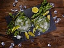Vidros da bebida com gelo Fotos de Stock