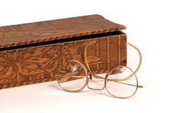 Vidros da caixa e da antiguidade de luva Foto de Stock