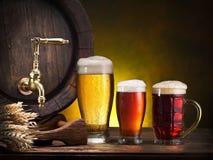 Vidros da cerveja e do tambor de cerveja Imagens de Stock Royalty Free