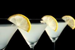 Vidros da gota de limão martini com fatias de fruto Foto de Stock Royalty Free