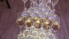 Vidros da pirâmide do champanhe compostos filme