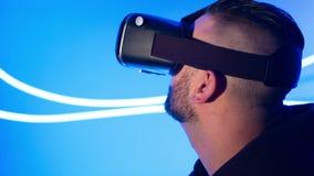 Vidros da realidade virtual da nova tecnologia video estoque