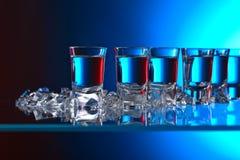 Vidros da vodca com gelo Fotos de Stock