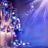 Vidros de Boke do champanhe no fundo do bokeh brilhante Chr imagem de stock royalty free