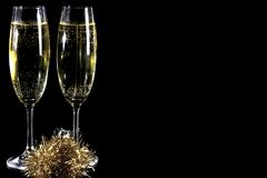 Vidros de Champagne no fundo preto III imagens de stock royalty free