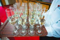 Vidros de Champagne servidos Fotos de Stock