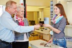 Vidros de compra dos pares superiores Fotografia de Stock