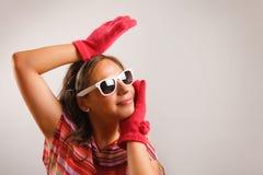 Vidros de sol desgastando da mulher nova Imagens de Stock Royalty Free