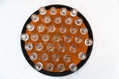 Vidros de tiro de cristal em uma placa Fotos de Stock