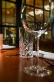 Vidros de vidro na tabela foto de stock royalty free