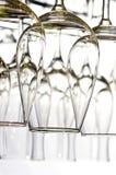 Vidros de vinho alinhados Foto de Stock
