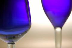 Vidros de vinho azuis, vidro azul contempory Fotos de Stock Royalty Free