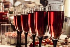 Vidros de vinho borrados do fundo Imagem de Stock Royalty Free