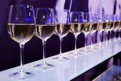 Vidros de vinho branco Imagens de Stock