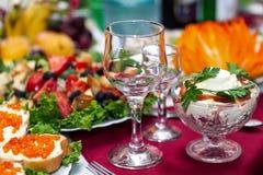 Vidros de vinho da tabela Foto de Stock Royalty Free