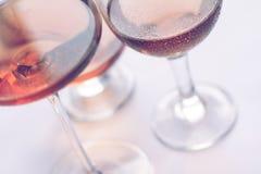 Vidros de vinho de Rosa Fotos de Stock Royalty Free