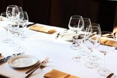 Vidros de vinho em uma tabela foto de stock
