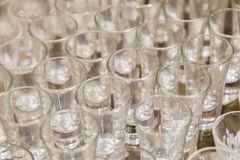 Vidros de vinho para as bebidas alcoólicas fortes, fundo de vidros de vinho Imagens de Stock Royalty Free