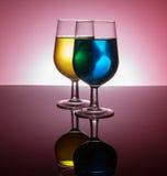 Vidros de vinho retroiluminados Fotos de Stock Royalty Free