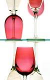 Vidros de vinho vermelho e branco Foto de Stock