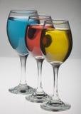 Vidros de vinho vermelhos, amarelos e azuis Fotografia de Stock Royalty Free