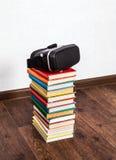 Vidros de VR nos livros Fotos de Stock Royalty Free