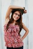 Vidros desgastando adolescentes de sorriso foto de stock