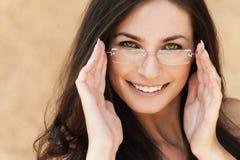 Vidros do brunette do retrato Imagens de Stock Royalty Free
