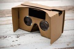 Vidros do cartão da realidade virtual Forma facil olhar filmes em 3 Fotos de Stock