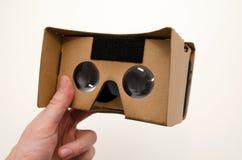 Vidros do cartão da realidade virtual Forma facil olhar filmes em 3D Fotos de Stock