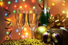 Vidros do champanhe com caixa de presente Imagens de Stock