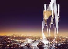 Vidros do champanhe com a fita encaracolado em brilhante Imagens de Stock Royalty Free