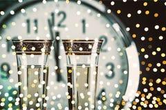 Vidros do champanhe e do pulso de disparo, opinião do close-up Imagem de Stock