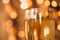Vidros do champanhe no fundo do feriado Imagem de Stock