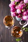 Vidros do ramalhete e de vinho Fotografia de Stock Royalty Free