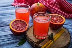 Vidros do suco de laranja fresco do sangue Fotos de Stock